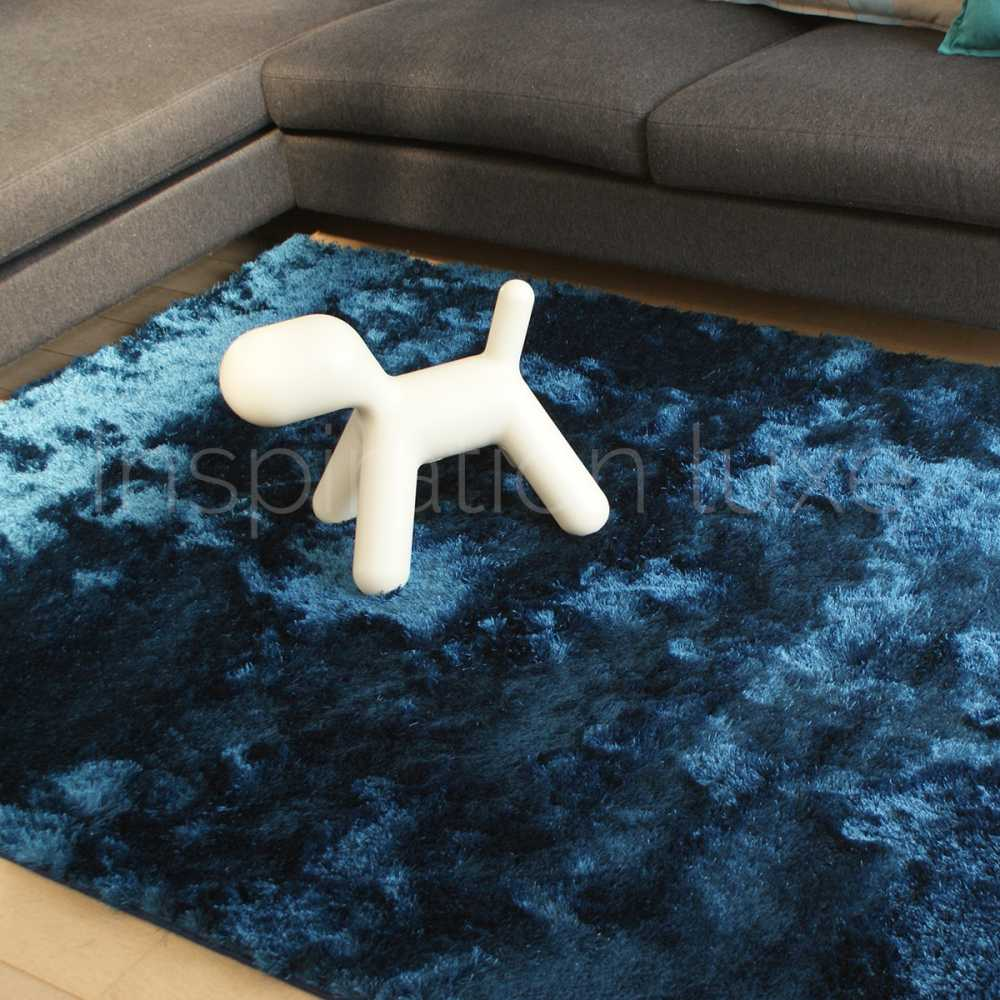 tapis bleu shaggy par inspiration luxe editions. Black Bedroom Furniture Sets. Home Design Ideas