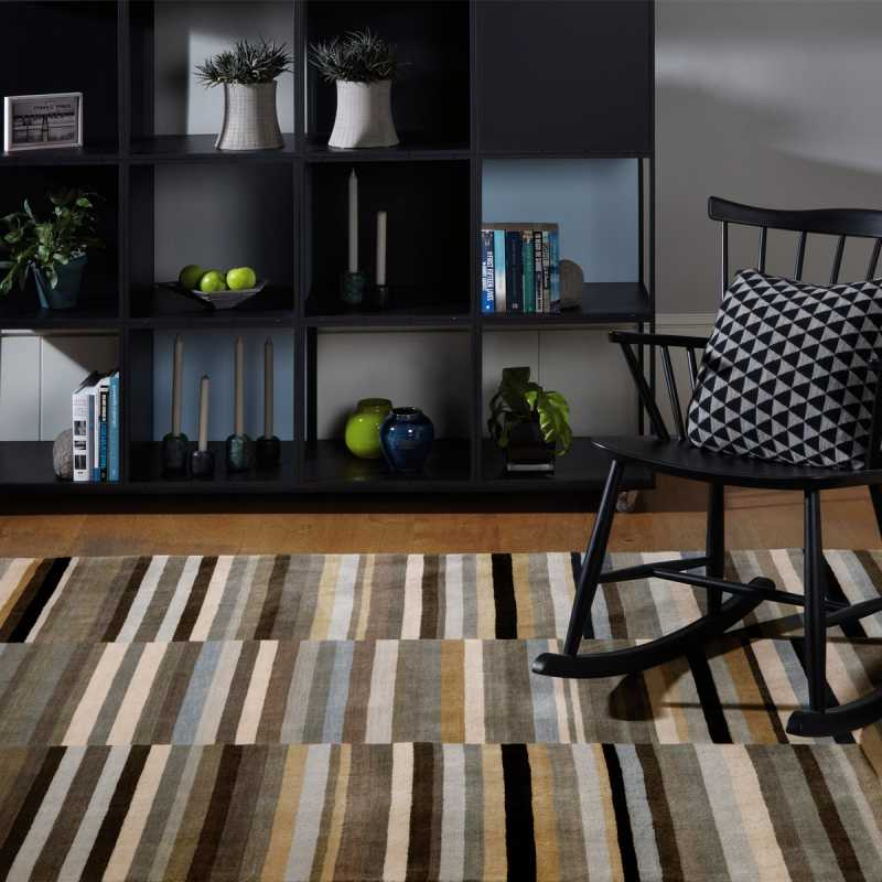 tapis design graphique rayures multicolores en laine. Black Bedroom Furniture Sets. Home Design Ideas