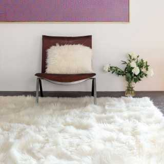 tapis design blanc longues m ches adore par ligne pure. Black Bedroom Furniture Sets. Home Design Ideas