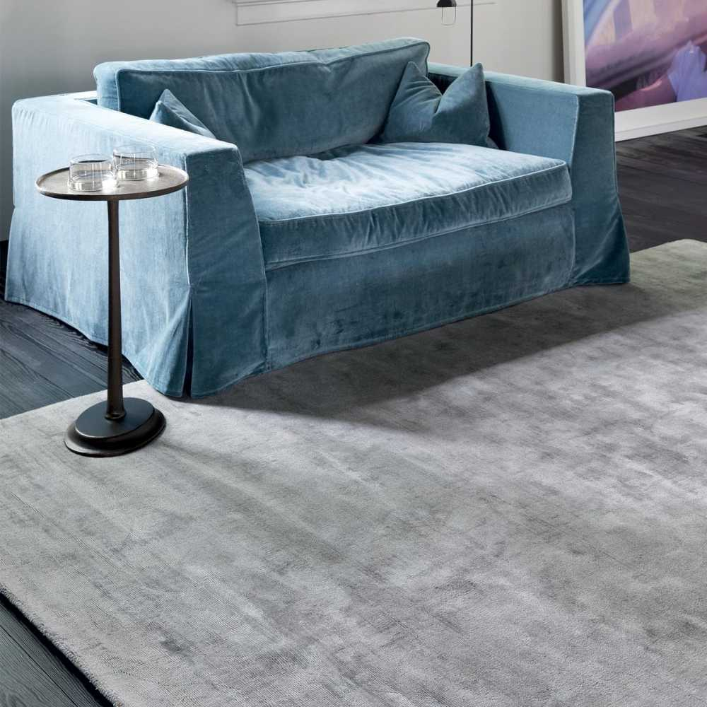 tapis de luxe gris en viscose tiss main reflect par ligne pure. Black Bedroom Furniture Sets. Home Design Ideas