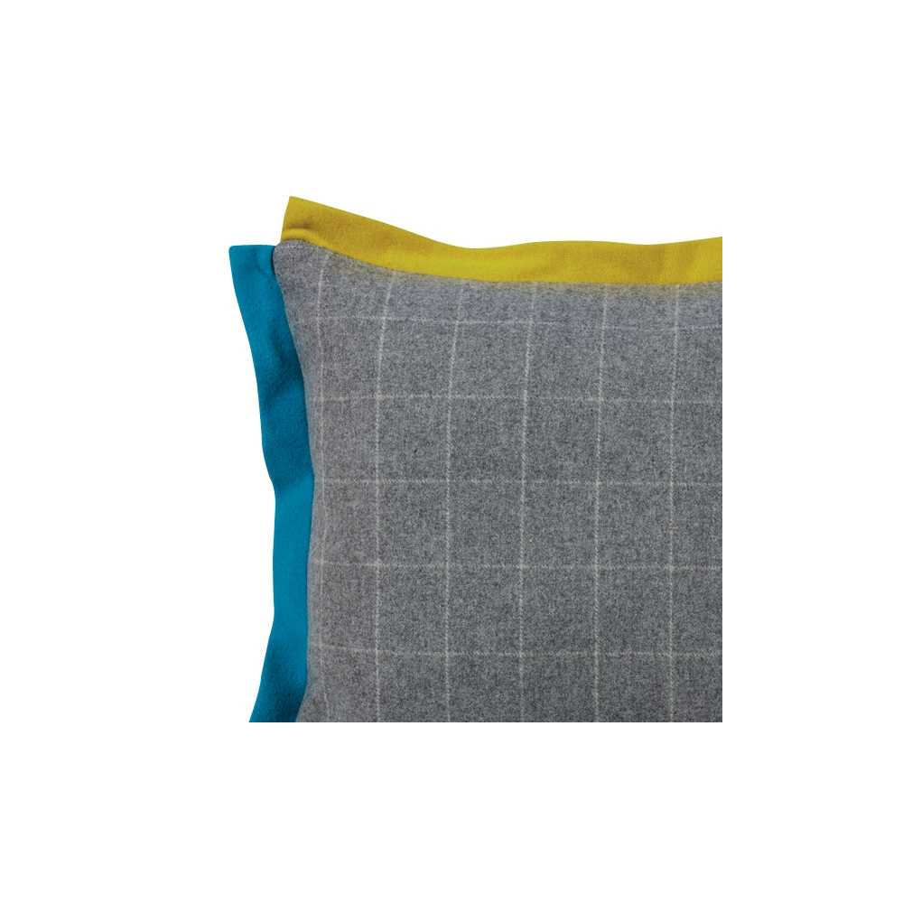 coussin de luxe en laine carreaux gris blanc volants bleu jaune 45 x 45 cm. Black Bedroom Furniture Sets. Home Design Ideas