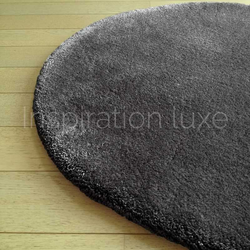 tapis rond sur mesure rond gris fonc moelleux par inspiration luxe. Black Bedroom Furniture Sets. Home Design Ideas