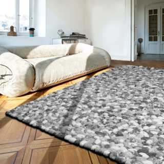 Tapis sur mesure gris avec galets en laine On the Rocks par Angelo