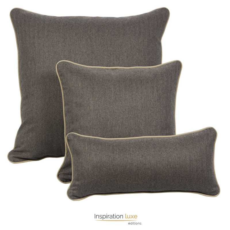 coussin contemporain taupe uni carr ou rectangulaire 3 tailles disponibles. Black Bedroom Furniture Sets. Home Design Ideas