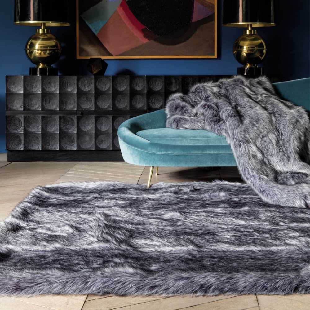 tapis haut de gamme shaggy gris en fausse fourrure par ligne pure. Black Bedroom Furniture Sets. Home Design Ideas