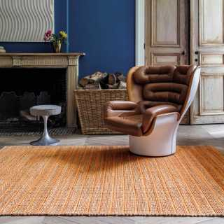 Tapis contemporain orange en jute et coton tissé main par Ligne Pure