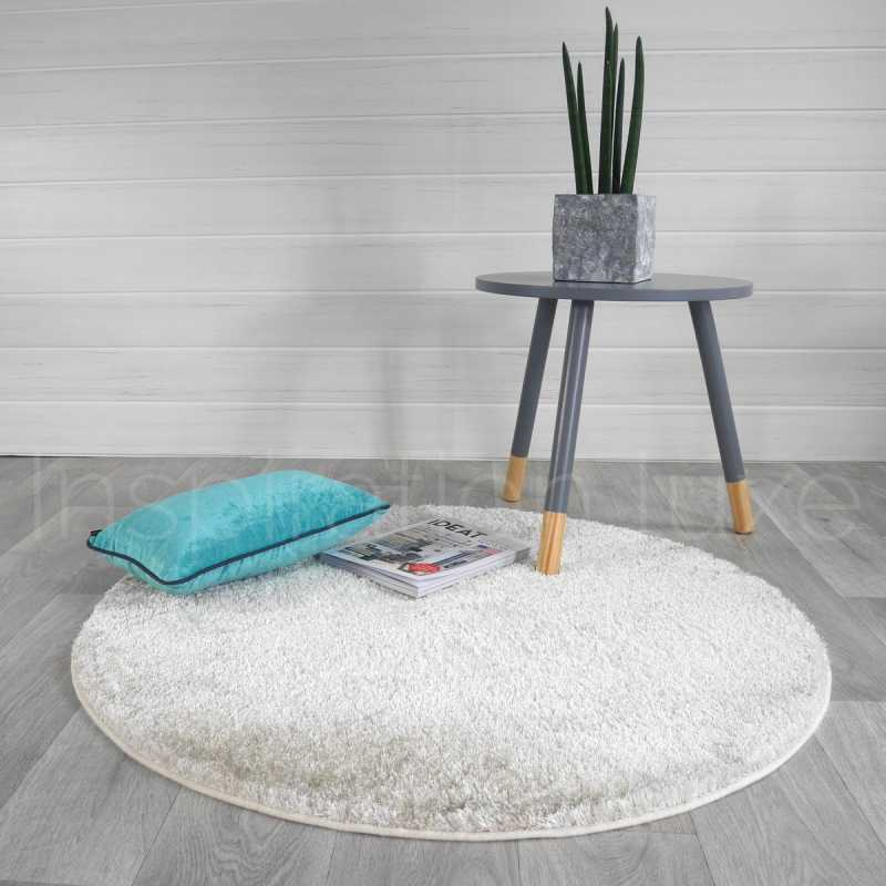 tapis sur mesure rond beige shaggy fin par inspiration luxe. Black Bedroom Furniture Sets. Home Design Ideas