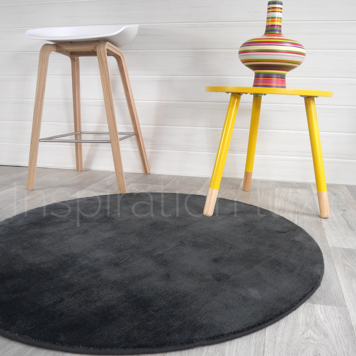 tapis rond coco cool tapis rubans motif rayures grises et roses with tapis rond coco stunning. Black Bedroom Furniture Sets. Home Design Ideas