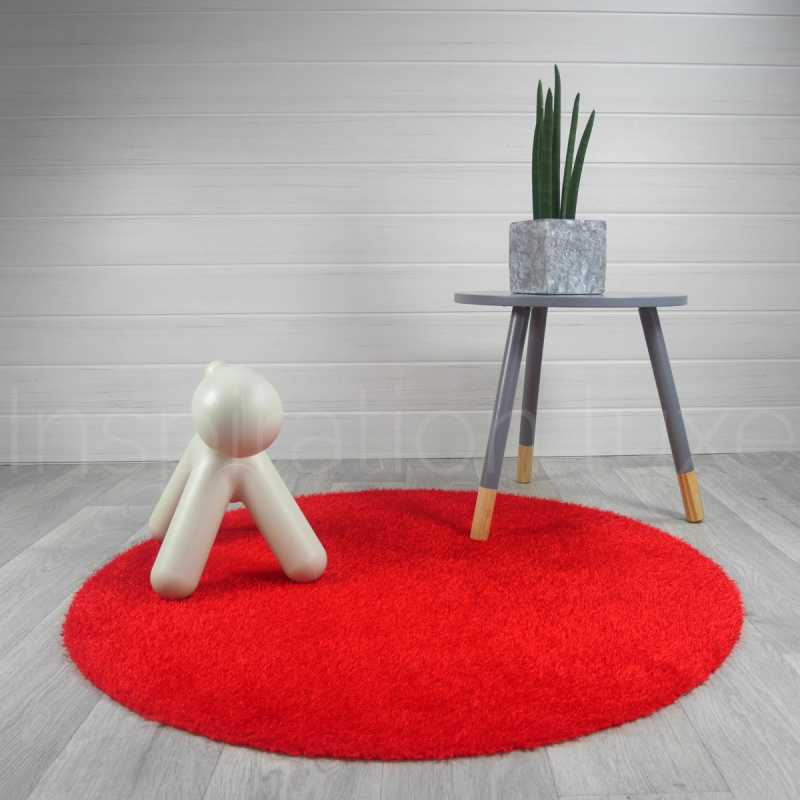 tapis rond lavable en machine rouge id al pour salle de. Black Bedroom Furniture Sets. Home Design Ideas