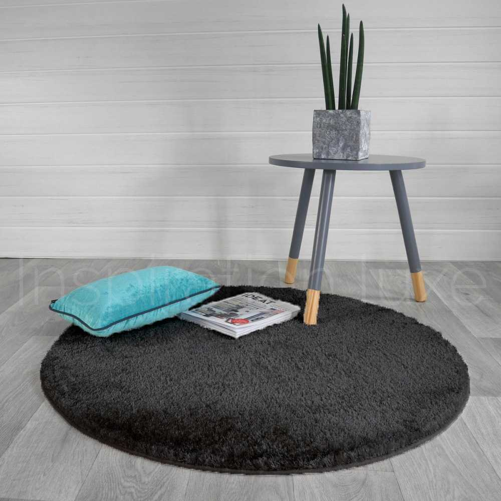 tapis sur mesure rond gris fonc shaggy fin par inspiration luxe. Black Bedroom Furniture Sets. Home Design Ideas
